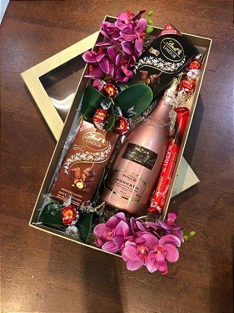 Caixa decorada espumante e chocolates