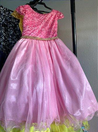 Vestido de Princesa rosa longo cinto dourado