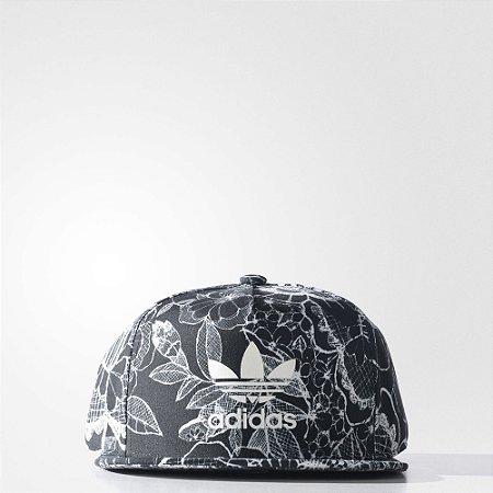 Boné Adidas Floral - Pégasos Skate Shop - 30 Anos de História 19a9f03b5a7