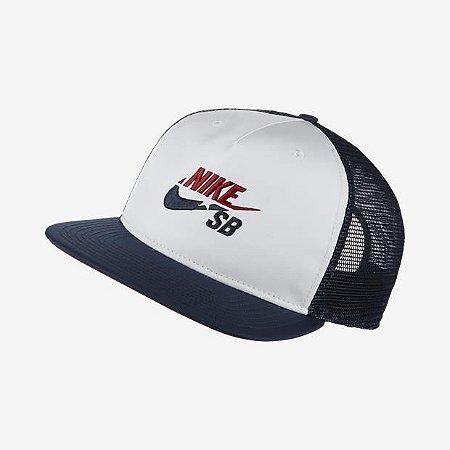 de8e507a2dd4a Boné Nike SB Trucker Branco Azul - Pégasos Skate Shop - 30 Anos de ...