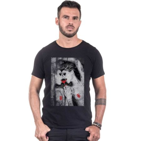 Camiseta Masculina Estampada Vodca Girls Use Thuco