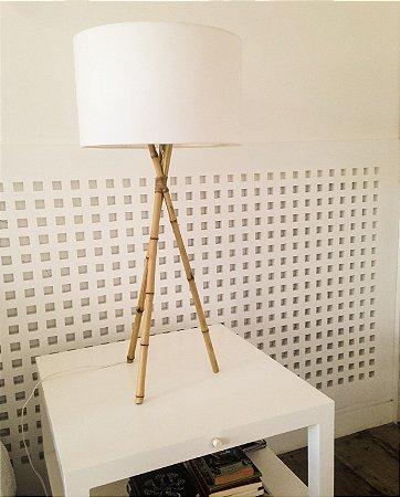 Luminária tripé bambu de mesa
