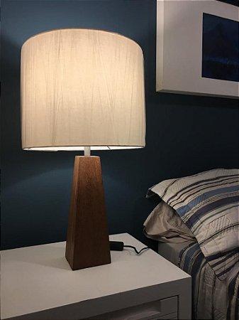 Luminária de mesa - pé em madeira