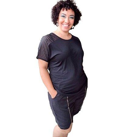 Blusa básica Plus Size em malha com recorte ombro em Tela Devorê