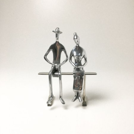 Escultura Casal Sentado