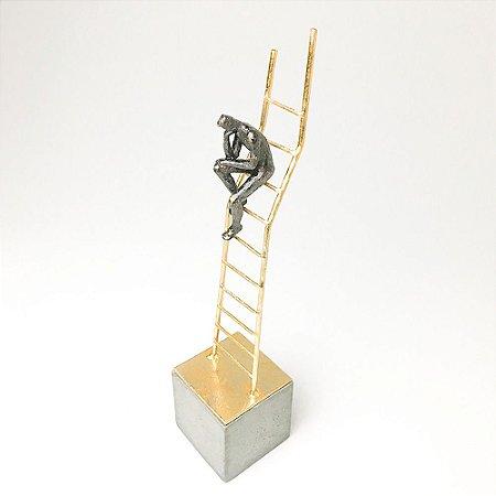Escultura Pensador na Escada