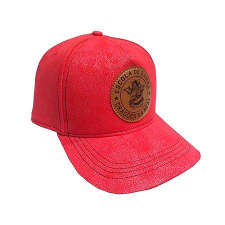 Boné Vermelho com Logo em Couro