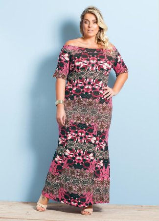 Vestido Longo Decote Amplo Estampa Mix Plus Size