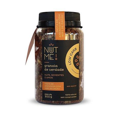 Granola Low Carb de Pasta de Amendoim com Nibs de Cacau