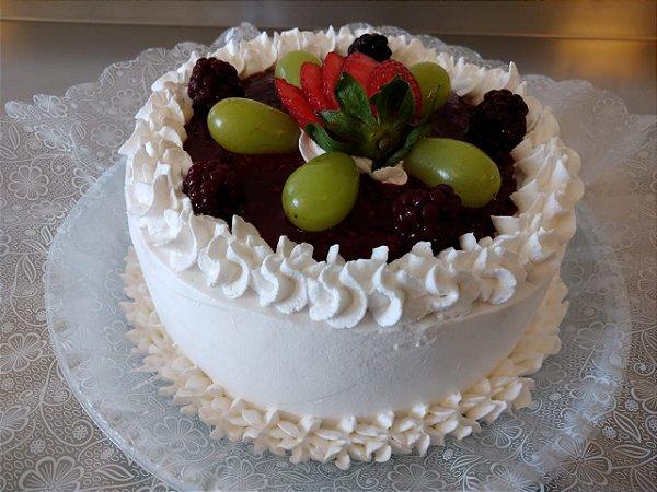 Torta Três Frutas - Morangos, uva tompson e amoras