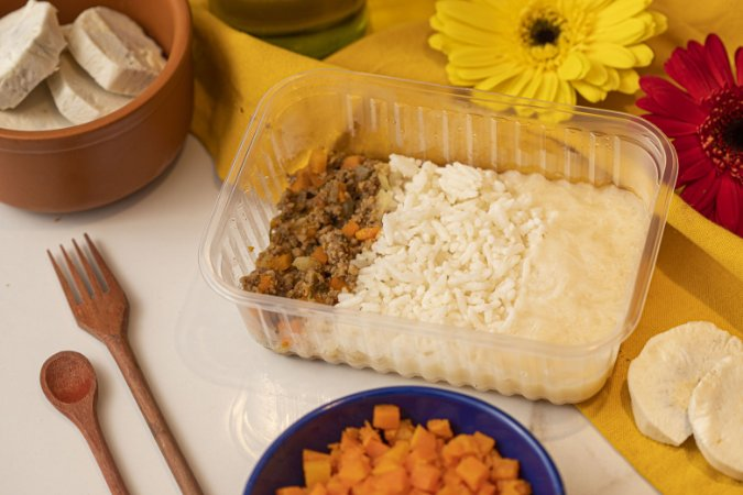 Carninha moída com legumes, creme de mandioca e arroz - Carninha Maluquete