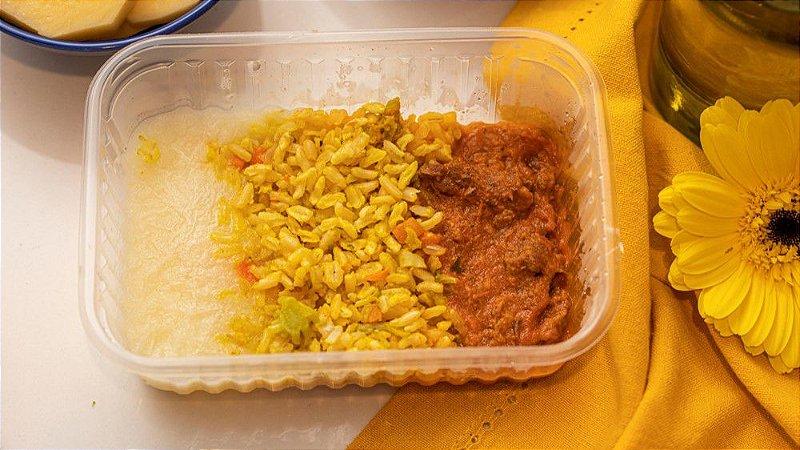 Estrogonofinho de carne, com arroz integral a grega e creme de batata inglesa - Serelepe