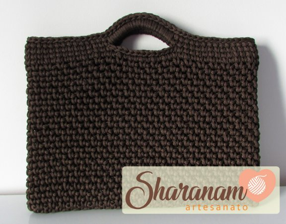 Capa para notebook de crochê marrom