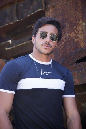 Camiseta Recortes Black Paint