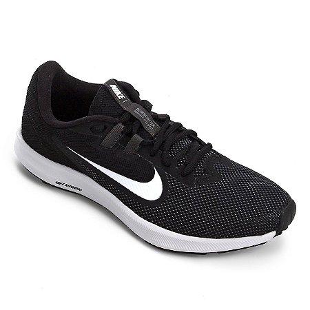 Tênis Nike Downshifter 9 - Preto e Branco
