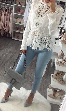 818b3cdd0 BLUSA BRANCA COM GUIPIR MANGA LONGA K 7J66YECW2 - Livia Fashion ...
