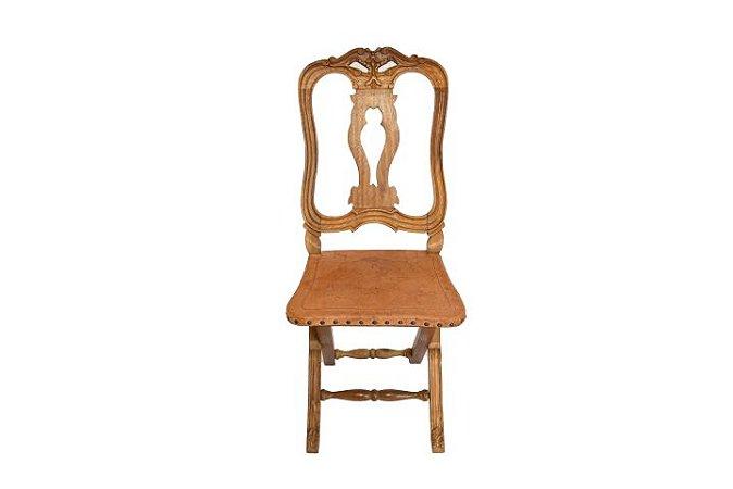 Cadeira Escravo Entalhada com Assento em Couro Chapado Serigrafado
