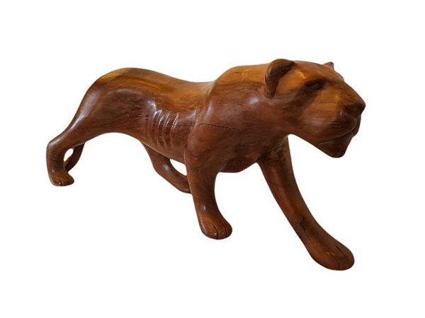 Escultura Leoa em Madeira Entalhada Decorativo com Acabamento Encerado