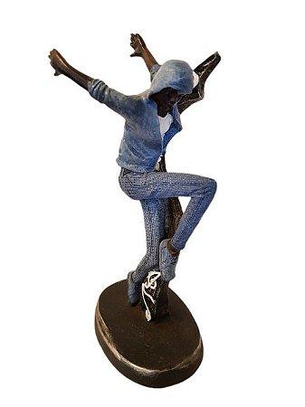 Escultura Dançarino Saltando em Resina
