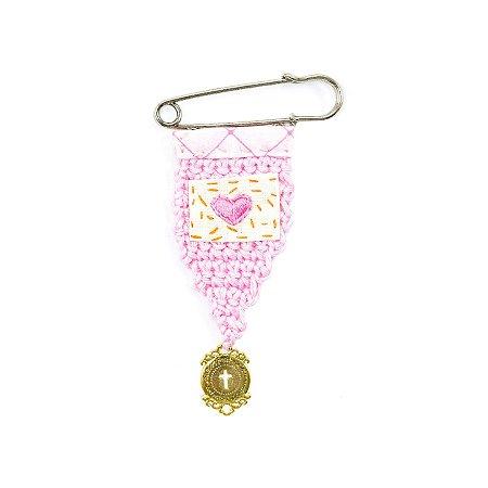 Berloque Crochê Rosa e Bordado Coração Rosa Pequeno