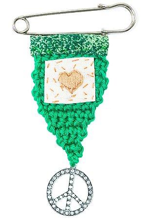 Berloque Crochê Verde e Borado Coração Pequeno