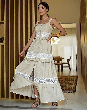 Vestido natural com detalhes em renda