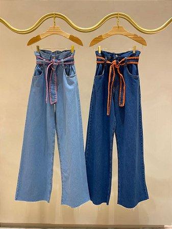Calça Jeans Pantalona com cinto bordado