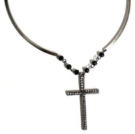 Gargantilha com crucifixo
