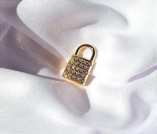 Pin Cadeado Cravejado - Banhado a Ouro