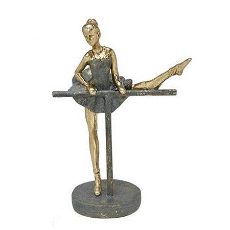 Bailarina Decorativa Em Resina  20x14cm