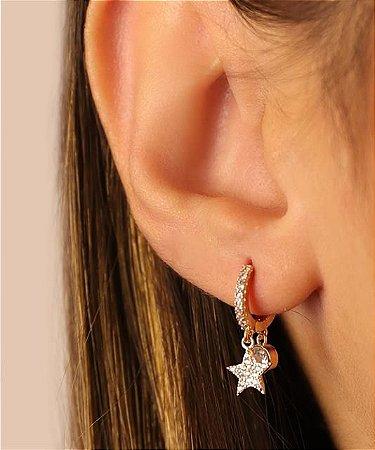 Argola Articulada Cravejada de Zircônia e Pingentes de Estrela Cravejada de Zircônia e Zircônia Maior