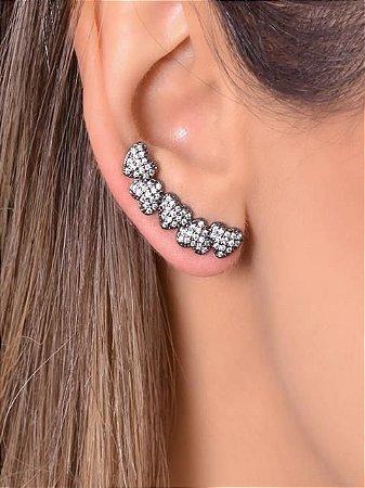 Ear cuff com cinco corações todos cravejados