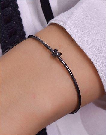 Bracelete liso com detalhe de nó