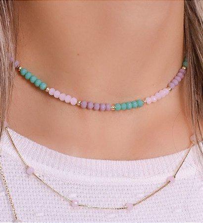 Choker todo de cristal nas cores rosa leitoso, verde e lilás