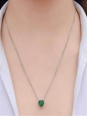 Colar com pingente de zirconia de coração verde