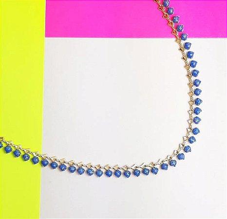 Choker resinado na cor azul com giltter