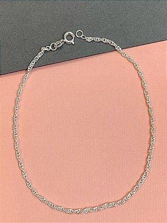 Tornozeleira em prata com corrente de cordão baiano