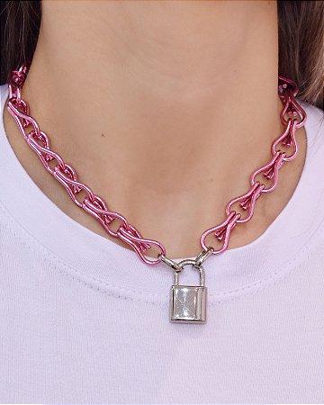 Colar Correntaria Pink com cadeado em ródio