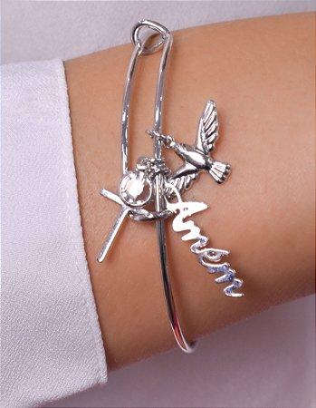 """Bracelete com pingentes de Divino, cruz e palavra """"Amém"""""""