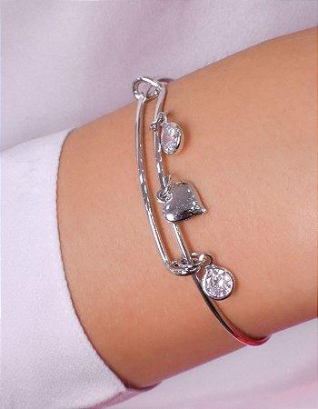 Bracelete com pingentes de coração e duas zirconias