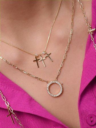 Choker com corrente de veneziana fina e 3 pingentes de cruz separados com zirconia