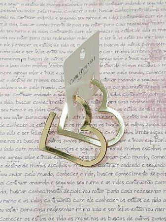 Argola de chapa em formato de coração. tamanho M