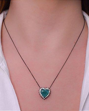 Colar com pingente de coração esmeralda com pedra fusion.