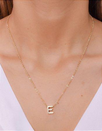 """Colar com letra """"E"""""""