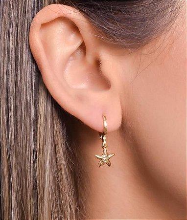 Mini argola com pingente de estrela do mar