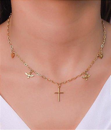 Choker com corrente cadeado pequeno e pingentes de divino, coração e cruz