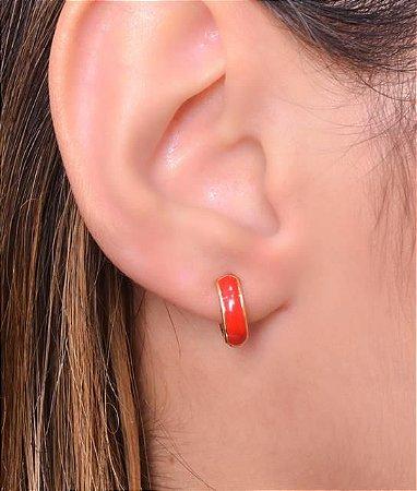 Argola articulada com resina vermelho tamanho M