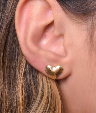 Brinco fixo de coração tamanho M. Réplica de ouro