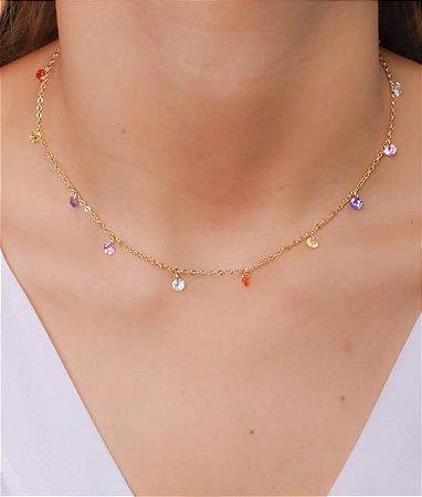 Choker com corrente cadeado pequeno e cristais coloridos
