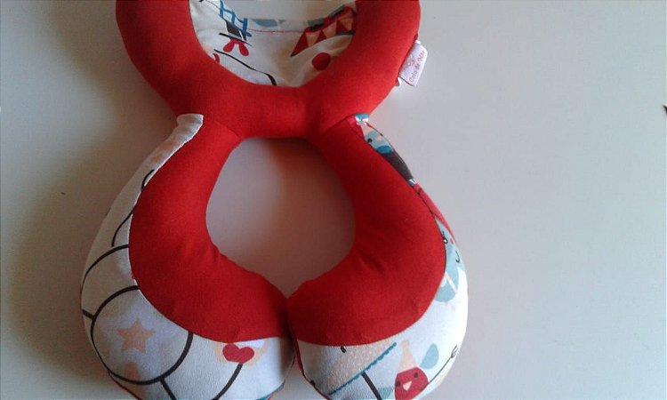 Almofada Anatômica de Pescoço Estrela Vermelha - Colo de Mãe
